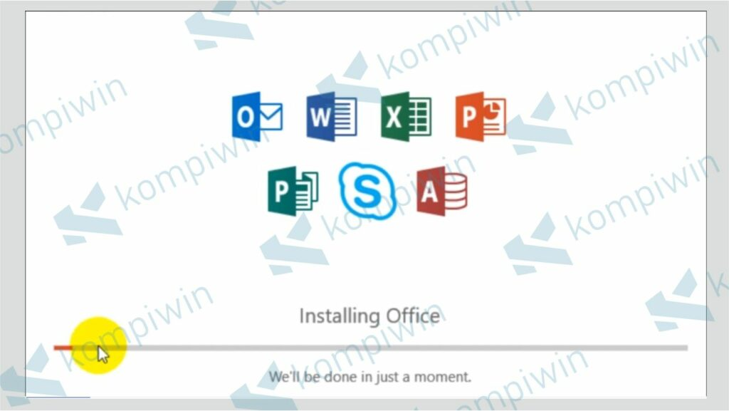Tunggu Proses Install Office Terbaru Selesai