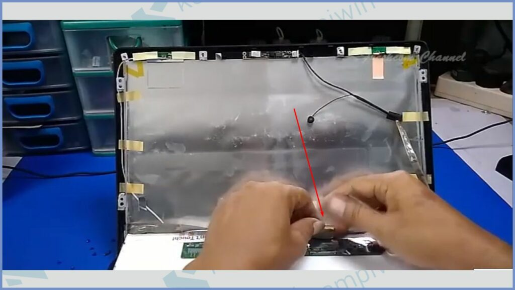 Lepaskan Konektor Fleksibel