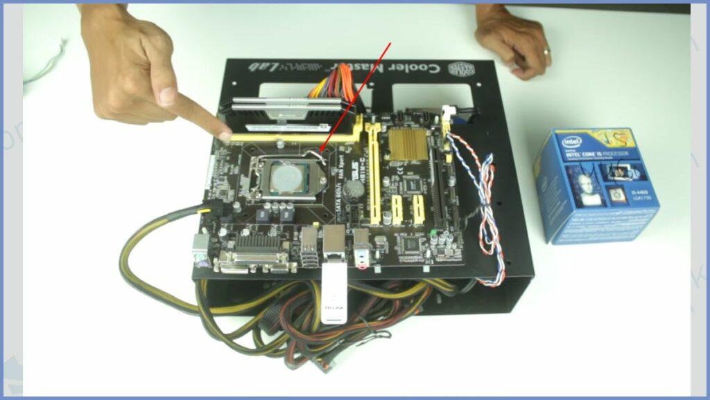 Cari Tempat Processor di Motherboard