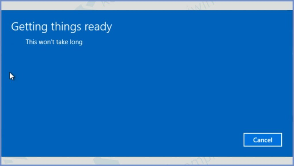 Tunggu proses downgrade Windows 10