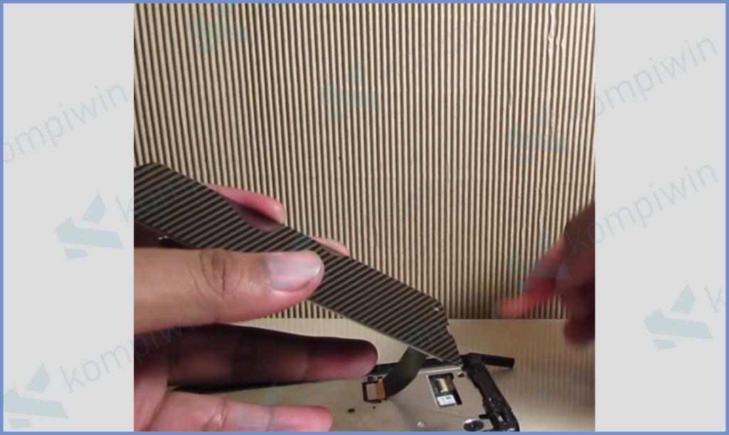 Lepas dan Ganti Layar LCD Baru