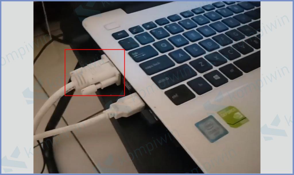 Colokan VGA Ke Laptop