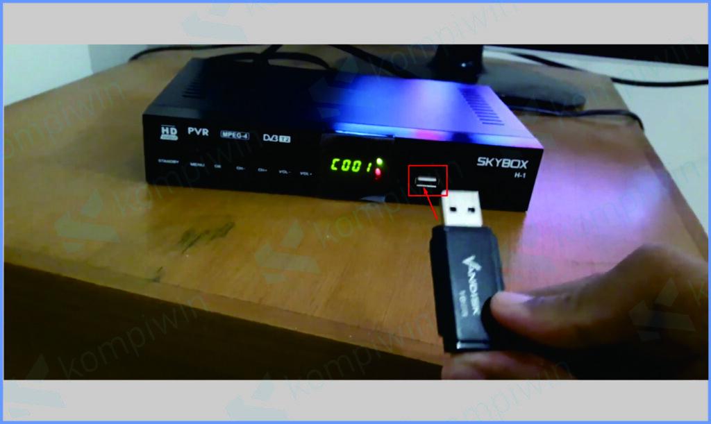 Siapkan Flashdisck Colokan USB