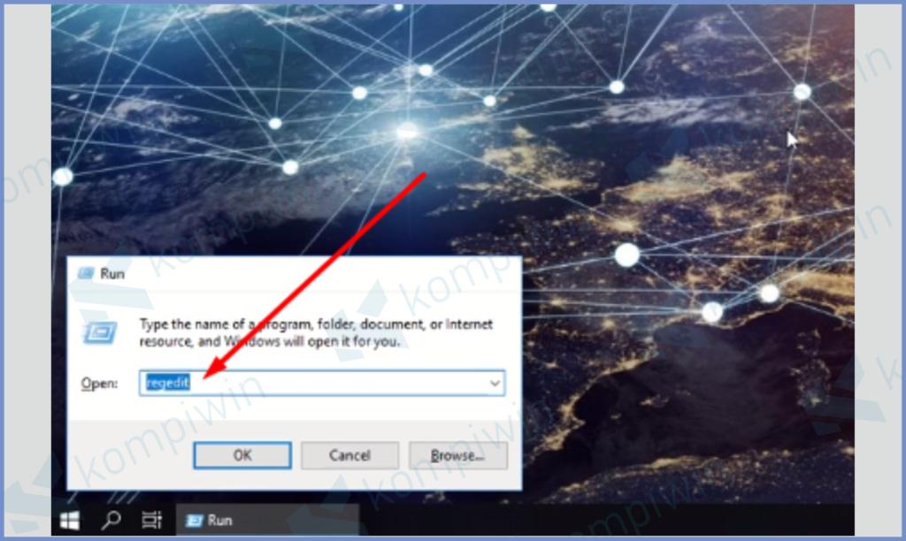Pencet Windows R dan Masukkan Perintah Regedit
